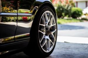 Der richtige Reifendruck spart Sprit ein.
