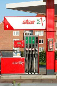 Hinter der Tankstellenkette Star steckt der polnische Tankstellen-Konzern Orlen. Zu Beginn gab es auch in Deutschland Tankstellen unter dem Namen Orlen.