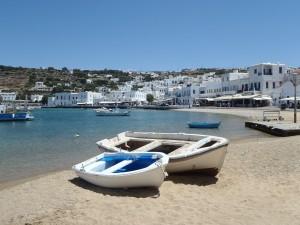 Tanken in Griechenland kann man nicht nur Kraftstoff, sondern auch viel Sonne am Strand.