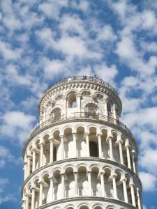 Der schiefe Turm von Pisa, Tanken in Italien. Was für Besonderheiten gilt es zu beachten? Wie heißen die Spritsorten dort?