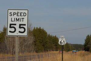 Tempolimits in den USA werden in mph (miles per hour) angegeben.