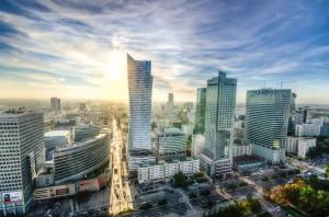 Die Skyline Warschaus, beim Urlaub und Tanken in Polen sollte man einige Dinge beachten.