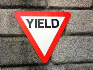 Yield bedeutet Vorfahrt achten.