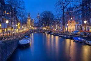 Amsterdam bei Nacht mit Kanälen lässt Ruhe und Entspannung Tanken in den Niederlanden.