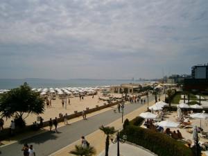 Sonne kann man am Strand des schwarzen Meeres tanken in Bulgarien.