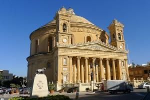 Die Dom-Kuppel einer Kirche auf Malta.