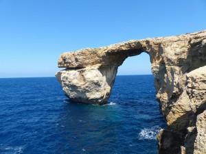Eine der vielen Felsenformationen auf der Insel Malta.