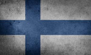 Die finnische Flagge. An den Tankstellen in Finnland gelten andere Kraftstoffbezeichnungen als in Deutschland.