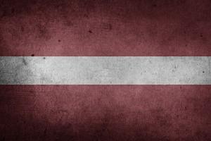 Die Flagge Lettlands.