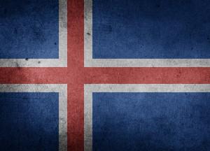 Neben der isländischen Flagge sind auch die Bezeichnungen beim Tanke in Island anders als in Deutschland.
