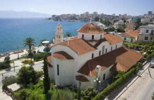 Eine albanische Kirche mit schönen Blick aufs Meer.