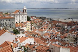 In Lissabon wird man auf Verkehrsschilder mit portugiesischer Aufschrift treffen.