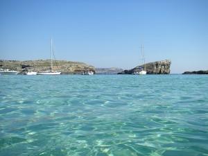 Mit einem herrlichen Ausblick auf das Mittelmeer kann man viel Sonne Tanken auf Malta.