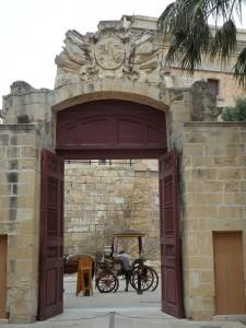 Gerade mit dem Auto lässt sich Malta gut auf eigene Faust erkunden und nicht nur mit der Pferdekutsche.