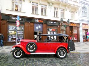 Bei der Fahrt mit dem Auto gilt es in Tschechien einige Verkehrsregeln und Sicherheitshinweise zu beachten.