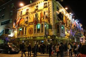 Templebar in Dublin, hier können sie unter anderem Guinness und Kilkenny erhalten.