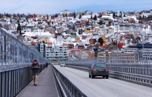 Die Tromso Brücke ist eine der vielen Brücken in Norwegen.
