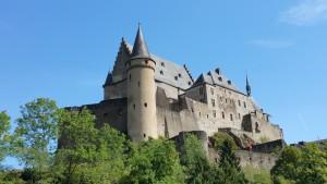 Die Burg Vianden im Kanton Vianden in Luxemburg.