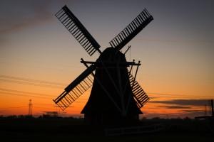 Auch Windmühlen zieren das landschaftliche Bild in Holland.