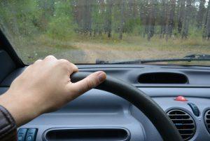 Nicht nur mit Regen muss man im Herbst rechnen. Auto winterfest machen solltedann auf dem Plan stehen.