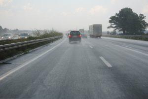Der praktische Teil der Führerscheinprüfung kann auch über die Autobahn führen.