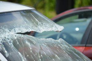 Auch an Autoscheiben kann Smart Repair zum Einsatz kommen.