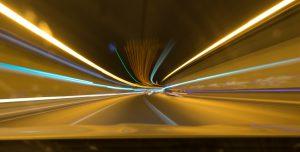 Bei Geschwindigkeitsüberschreitungen drohen Bußgelder, Punkte und sogar Fahrverbote.
