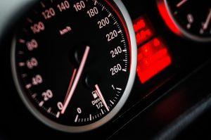 Die Geschwindigkeit muss so gewählt bzw. angepasst werden, dass der Verkehr und andere Verkehrsteilnehmer nicht gefährdet wird.
