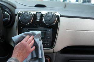 Tipps zur Autopflege betreffen nicht nur die optische Pflege des Innenraumes und Lackes, sondern auch regelmäßige Wartungen, Inspektionen und die richtige Fahrweise.