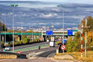 Das Rechtsfahrgebot gilt nicht nur auf Autobahnen.