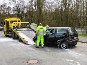 Ist die Elektrik am Fahrzeug ausgefallen dürfen nur professionelle Abschleppunternehmen das Abschleppen durchführen.