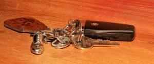 Zum Anlernen von Schlüsseln sind Programme oder bestimmte Vorgehensweisen nötig, abhängig vom Autohersteller.