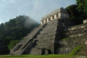 Mexiko bietet mit der Maya-Kultur und Tempeln viele Sehenswürdigkeiten für Touristen an.