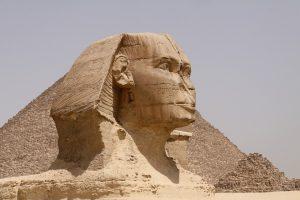 Tanken in Ägypten kann man nicht nur Sonne an gut 300 Tagen im Jahr. Ein beliebtes Touristenziel ist die Sphinx von Gizeh.
