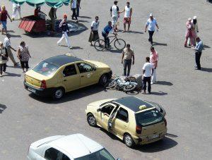 Der Verkehr in Marokko kann sehr chaotisch sein.