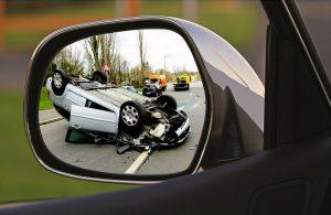 Durch Fahrlässigkeit kann es zu einem Unfall kommen.