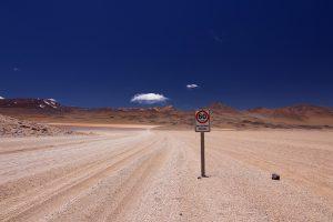 Außerorts wird maximal 80 km/h gefahren.