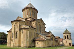 Im Land findet man zahlreiche Klöster und Kirchen.