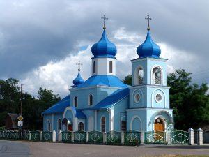 Zu den Sehenswürdigkeiten zählen zahlreiche Kirchen und Klöster.