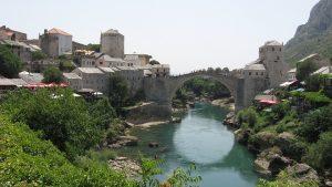 Stari most (Alte Brücke) ist namensgebend als Wahrzeichen der Stadt Mostar in Bosnien-Herzegowina.
