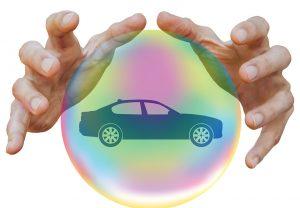 Abhängig von der Autoversicherung kann eine spezielle Werkstatt vorgeschrieben sein, um den Versicherungsschutz nicht zu verlieren. Die Versicherungen bieten günstigere Tarife an, wenn man sich für keine freie Werkstattwahl entscheidet.