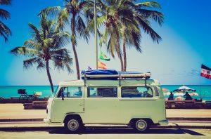 Reisetipps, wie man den Urlaub günstig buchen kann.
